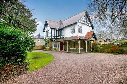 6 Bedrooms Detached House for sale in White Knowle Road, Buxton, Derbyshire