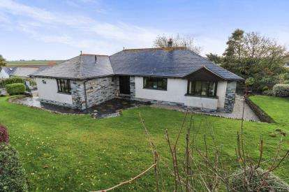 3 Bedrooms Bungalow for sale in Tregonna, Little Petherick, Wadebridge