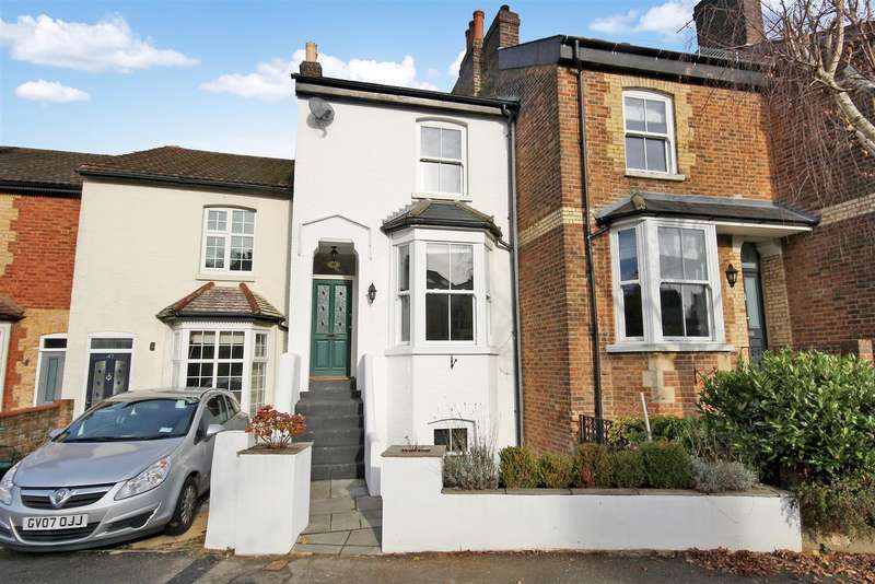 3 Bedrooms Property for sale in St. Marys Road, Reigate