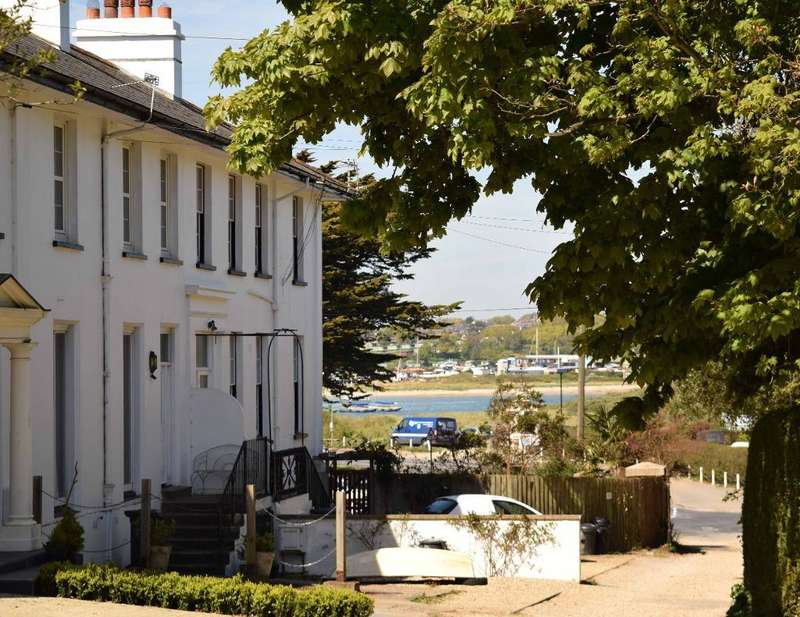 2 Bedrooms Flat for sale in Kings Road, Bembridge, Isle of Wight, PO35 5NT