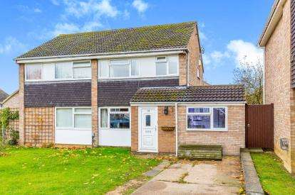 4 Bedrooms Semi Detached House for sale in Lowick Court, Moulton, Northampton, Northamptonshire