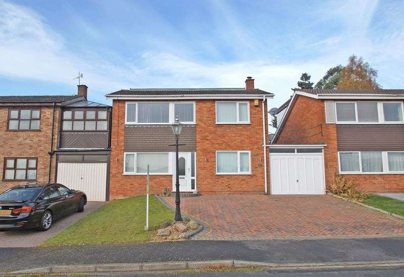 4 Bedrooms Detached House for sale in Westfields, Catshill. Bromsgrove