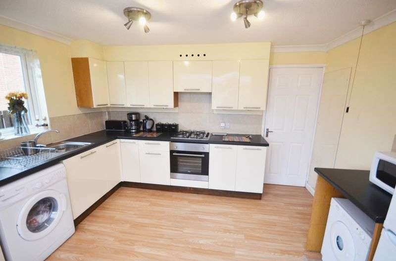 2 Bedrooms Semi Detached House for sale in Ledbury Grove, Leeds, LS10