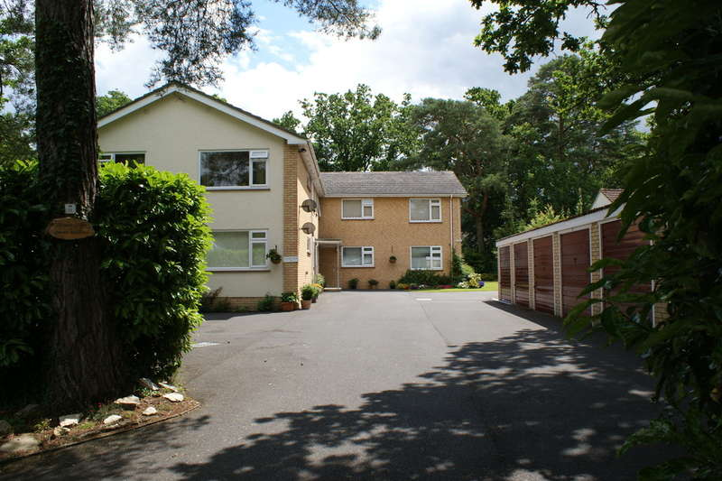 2 Bedrooms Apartment Flat for sale in FERNDOWN