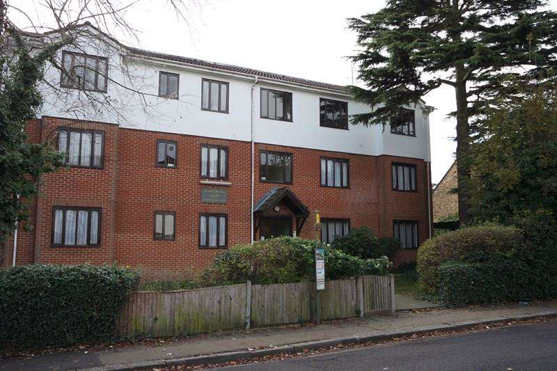 2 Bedrooms Flat for sale in Gloucester Road, New Barnet