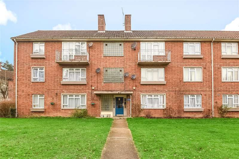 2 Bedrooms Apartment Flat for sale in Milman Close, Pinner, Middlesex, HA5