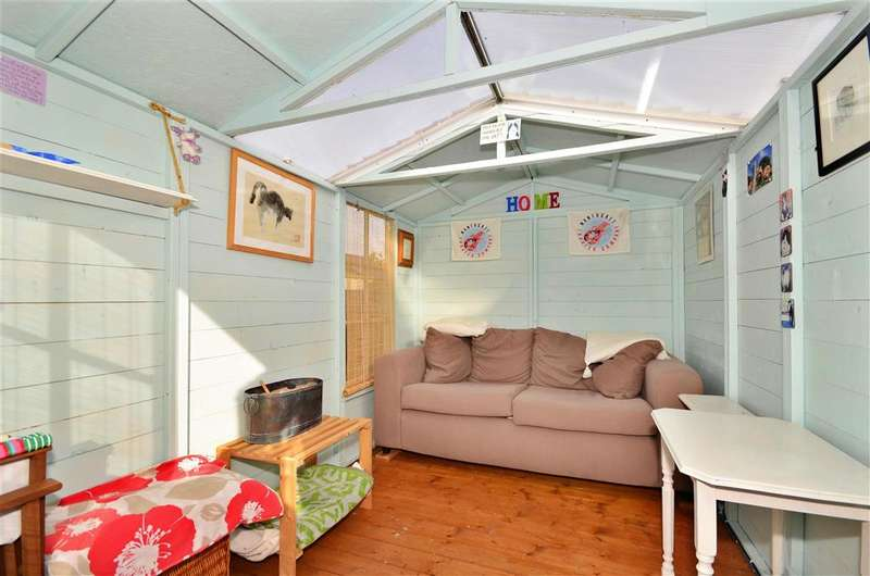 2 Bedrooms Semi Detached House for sale in Field Place, Newport, Isle of Wight
