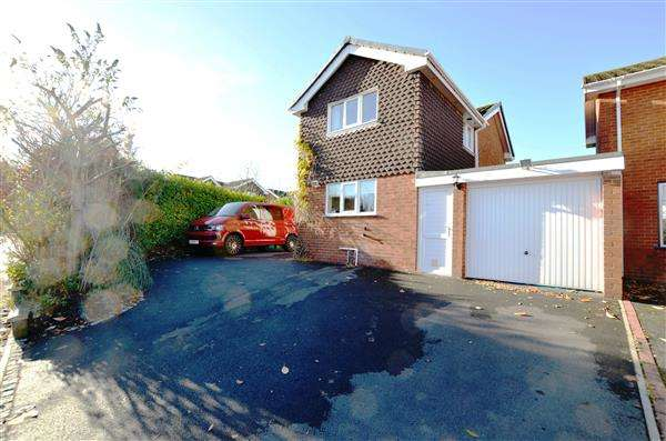 3 Bedrooms Detached House for sale in Milan Drive, Westlands, Newcastle-under-Lyme