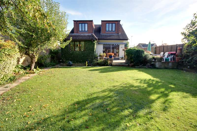 5 Bedrooms Detached House for sale in Chertsey Lane, Staines-upon-Thames, Staines-Upon-Thames, TW18