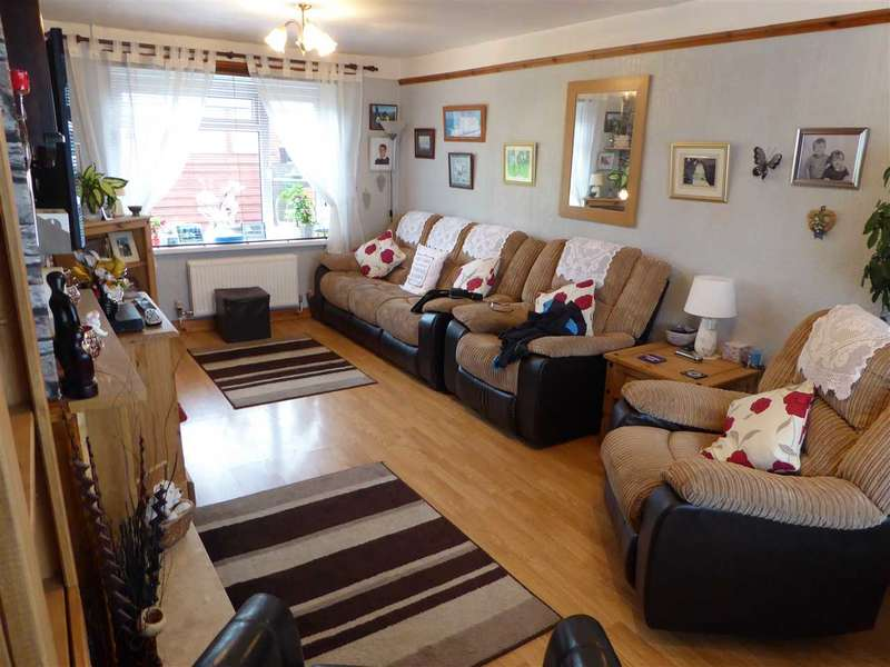 3 Bedrooms Semi Detached House for sale in Heol Penlan, Stop & Call, Goodwick, Fishguard