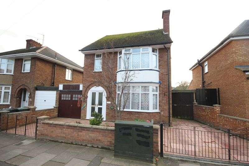3 Bedrooms Detached House for sale in St. Ethelbert Avenue, Luton