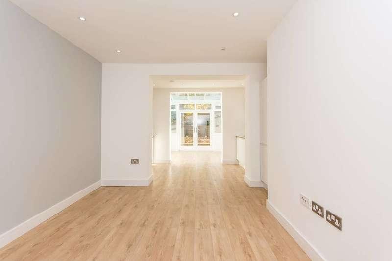 2 Bedrooms Flat for sale in Hammersmith Grove, Brackenbury Village, W6