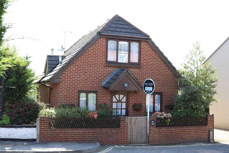 2 Bedrooms Detached House for sale in BH24 Ringwood, Hants