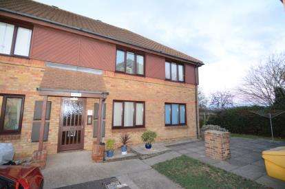 1 Bedroom Retirement Property for sale in Wickford Avenue, Basildon, Essex