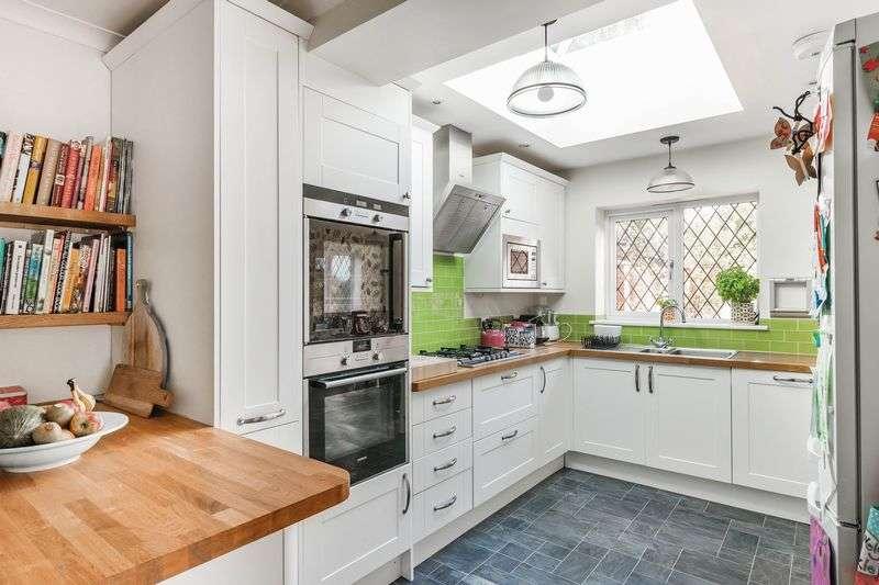 3 Bedrooms Semi Detached House for sale in Brockham Village