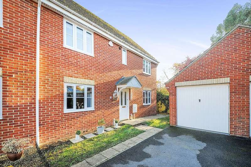 4 Bedrooms Semi Detached House for sale in Kestrel Close, Calne, SN11