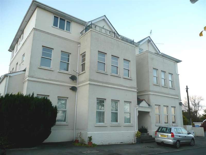 2 Bedrooms Apartment Flat for sale in St Maur House, St. Maur Gardens, Welsh Street, Chepstow