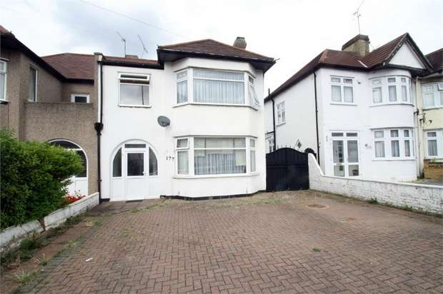 4 Bedrooms Semi Detached House for sale in Clayhall Avenue, Ilford, Essex