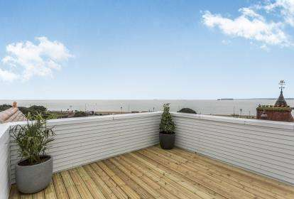 2 Bedrooms Flat for sale in St. Helens Parade, Southsea, United Kingdom
