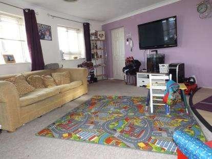 2 Bedrooms Flat for sale in Bloxworth Road, Parkstone, Poole
