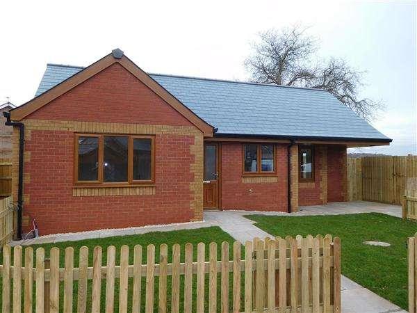 2 Bedrooms Bungalow for sale in Old School Mews, Sudbrook