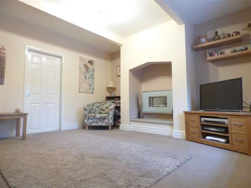 2 Bedrooms Property for sale in Lees Road, Mossley, Ashton-under-lyne, Lancashire, OL5