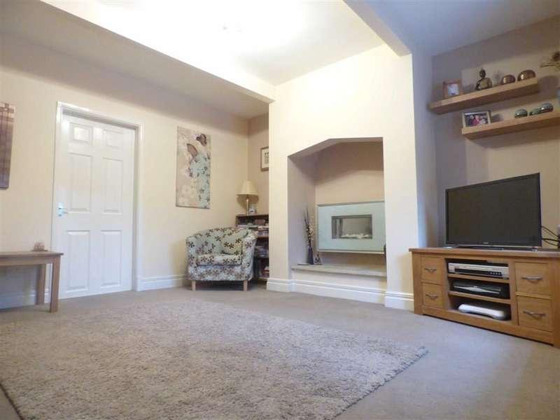 2 Bedrooms Property for sale in Lees Road, Mossley, Ashton-under-lyne, Lancashire, OL5