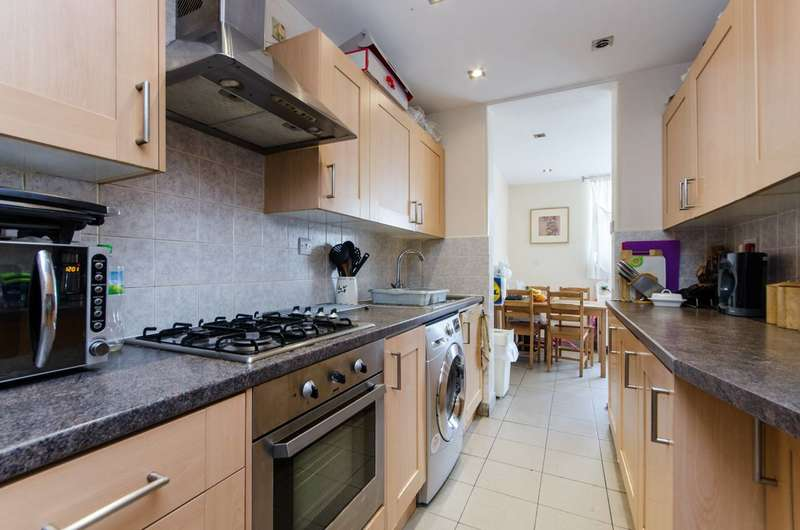 4 Bedrooms Terraced House for sale in Bridgewood Road, Streatham Vale, SW16