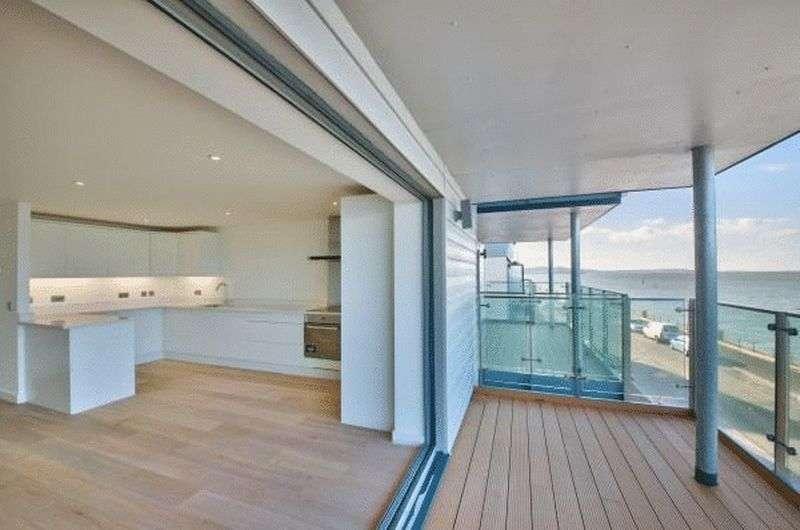2 Bedrooms Flat for sale in Princes Esplanade, Gurnard, Isle of Wight, PO31 8BZ
