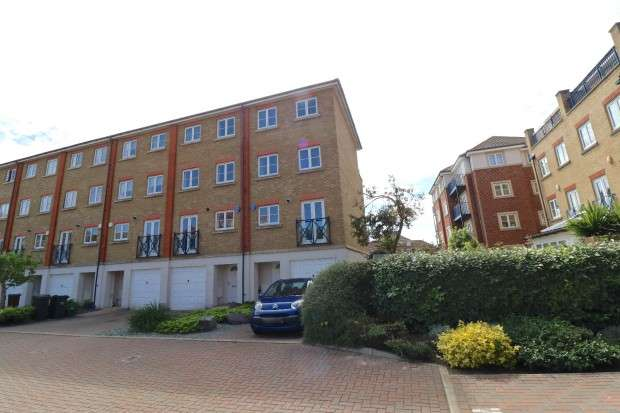 5 Bedrooms Town House for sale in San Juan Court, Eastbourne, BN23