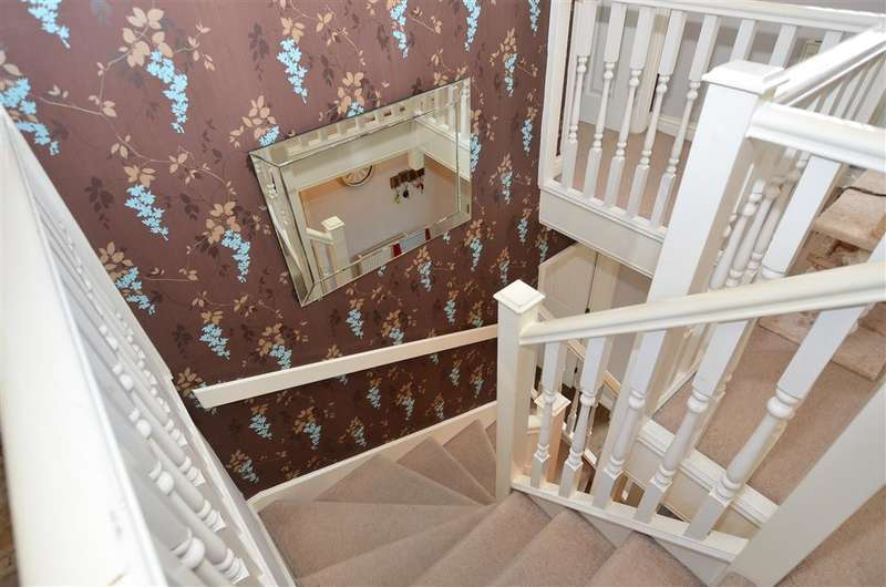 4 Bedrooms Detached House for sale in Willow Farm Way, Broomfield, Herne Bay, Kent