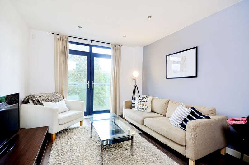 1 Bedroom Flat for sale in Lee High Road, Lewisham, SE13