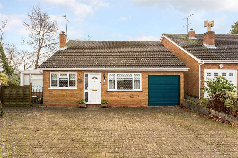2 Bedrooms Detached Bungalow for sale in Bignolds Close, Claydon, Banbury, Oxfordshire, OX17