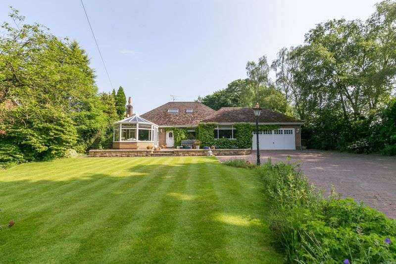 5 Bedrooms Detached Bungalow for sale in Hall Lane, Wrightington, WN6 9EL