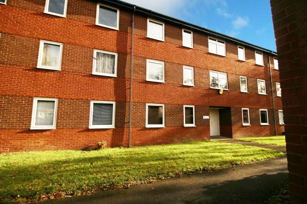 2 Bedrooms Flat for sale in High Hazels Close, Sheffield, South Yorkshire, S9 4NT