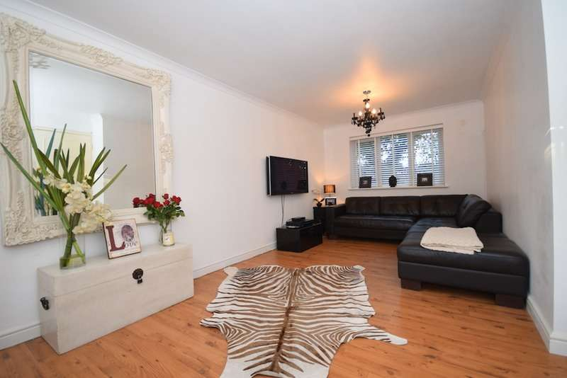 2 Bedrooms Flat for sale in Fernbank, Church Road, Buckhurst Hill, Essex, IG9