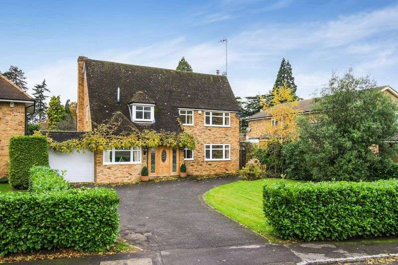4 Bedrooms Detached House for sale in Islet Park Drive, Maidenhead