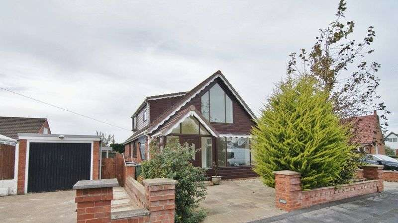 4 Bedrooms Detached Bungalow for sale in Hodgson Avenue, Freckleton PR4 1SQ