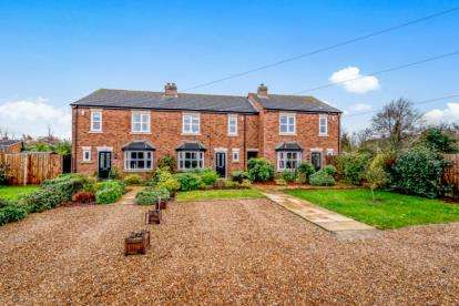 4 Bedrooms Terraced House for sale in Bedford Road, Marston Moretaine, Bedford, Bedfordshire