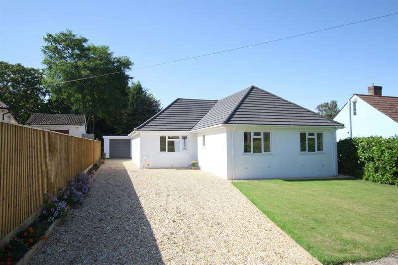 3 Bedrooms Bungalow for sale in Pine Glen Avenue, FERNDOWN