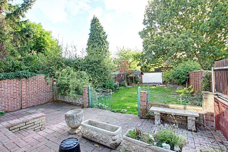 3 Bedrooms Property for sale in Queens Road, Enfield