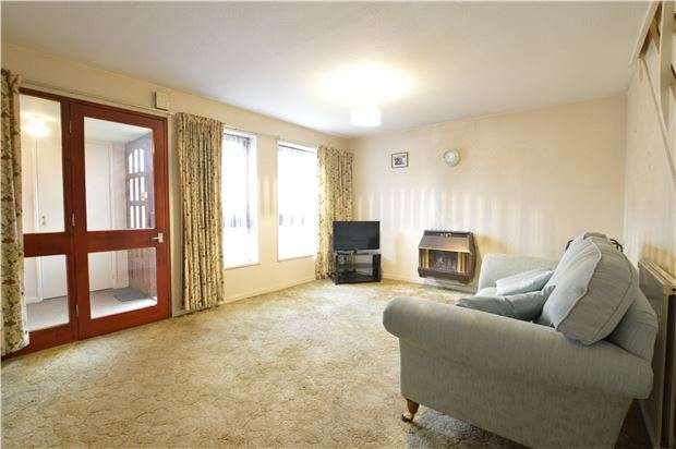 3 Bedrooms End Of Terrace House for sale in Dorking Close, W PARK, Surrey, KT4 8NN
