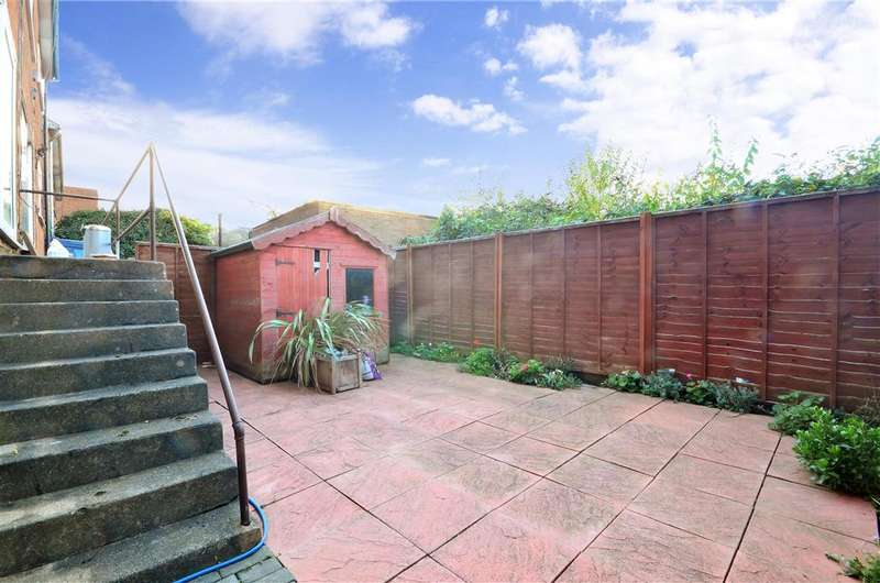 2 Bedrooms Ground Maisonette Flat for sale in Pretoria Road, Ilford, Essex