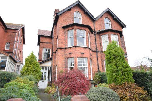 6 Bedrooms Semi Detached House for sale in Stepney Road, Scarborough, North Yorkshire YO12 5BN