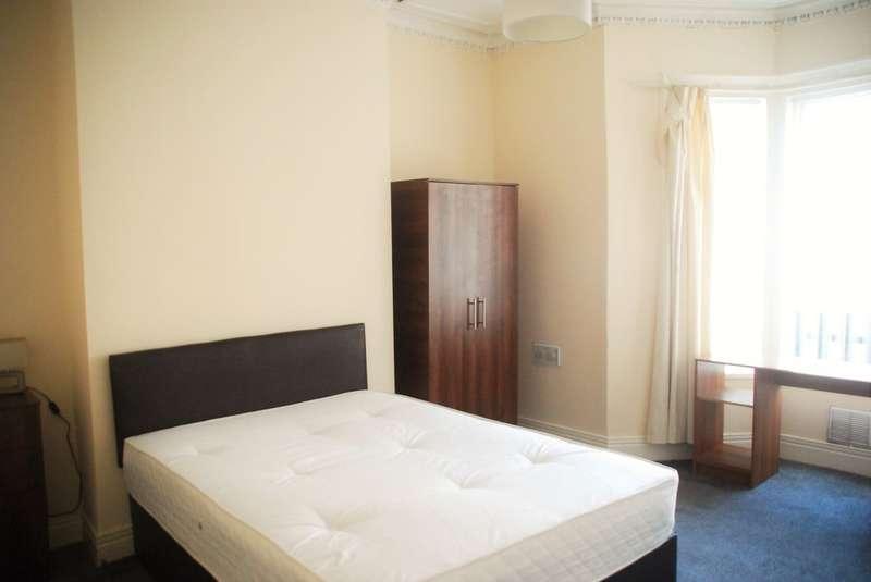 4 Bedrooms Terraced House for rent in Warwick Street, Heaton, Tyne & Wear