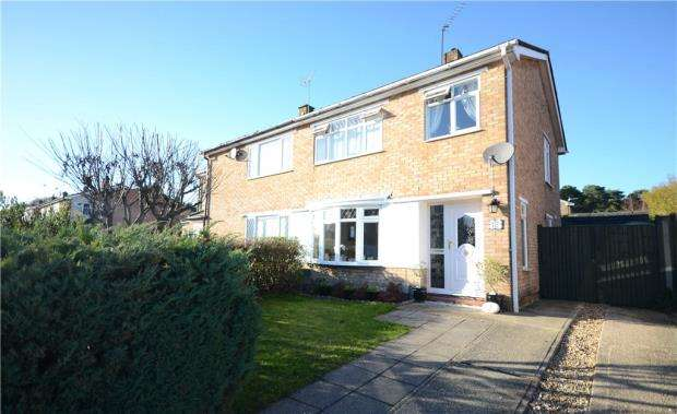 3 Bedrooms Semi Detached House for sale in Shepherds Walk, Farnborough, Hampshire