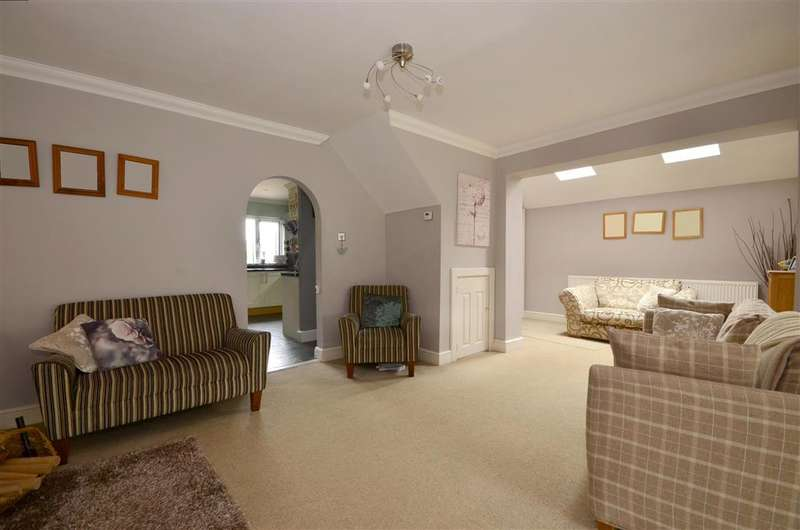 4 Bedrooms Detached House for sale in Bankfields, Headcorn, Ashford, Kent