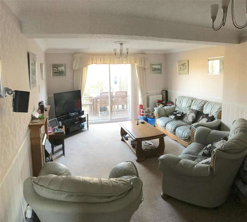 4 Bedrooms Detached House for sale in Fastnet Way, Beaumont Park, West Sussex