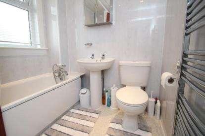 2 Bedrooms Bungalow for sale in Crossdene Road, Crosshouse