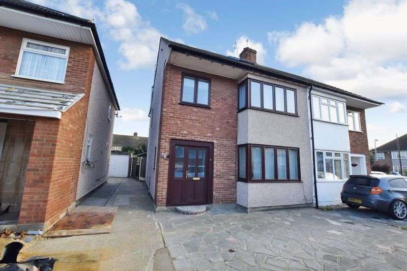 4 Bedrooms Semi Detached House for sale in Old Jenkins Close, Stanford-Le-Hope